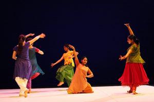 Read more about the article GOPIKA, Création 2007 de Brigitte Chataignier, pour six danseuses